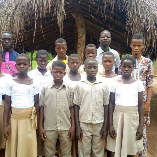 Dollard College helpt school in Togo