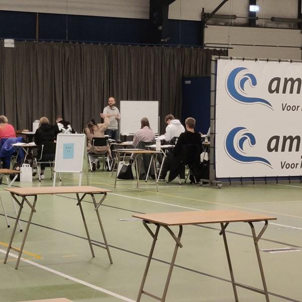Sportcentrum Leek omgetoverd tot examenhal voor leerlingen Lindenborg