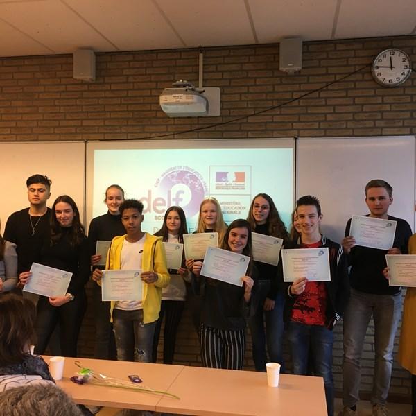 Leerlingen ontvangen DELF-diploma